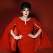 Từng bị ung thư, nữ ca sĩ phòng trà hot nhất Hà Nội buồn bã: Người Việt mình cứ ốm đau là tự mua thuốc về chữa, tự làm bác sĩ, kiến thức sức khỏe rất hạn chế